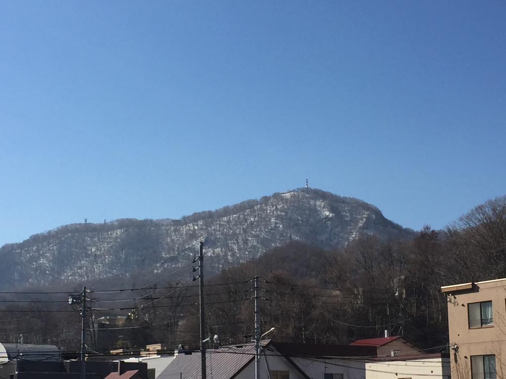 札幌市内から藻岩山を望む(2019年4月10日撮影)